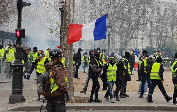 Картинки по запросу фото протест в Париже жёлтые жилеты