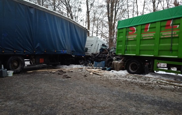 В Черкасской области из-за ДТП образовалась многокилометровая пробка