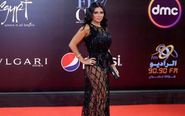 Єгипетській акторці загрожує в язниця за появу в напівпрозорій сукні