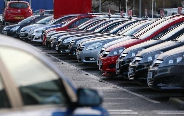 Украинцы стали меньше покупать новые легковые авто