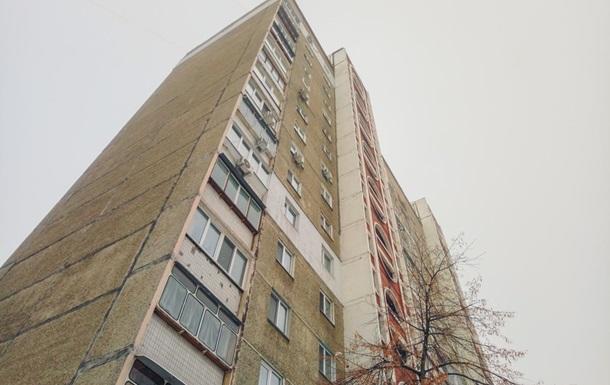 У Києві чоловік викинувся з 14 поверху