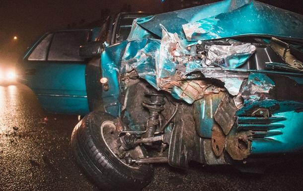 У Києві зіткнулися автомобіль і трактор: виник затор
