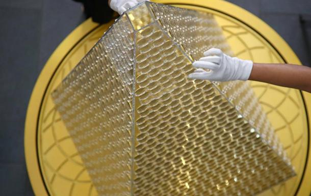 В Мюнхене украсили елку золотом на $2,6 млн