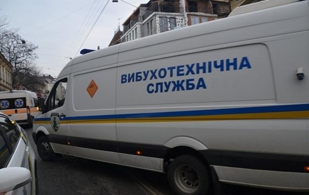 У двох судах Києва шукають вибухівку