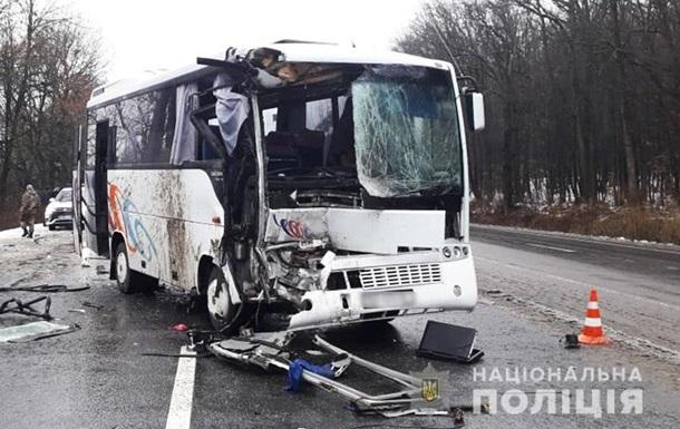У Хмельницькій області шестеро людей постраждали в ДТП з автобусом