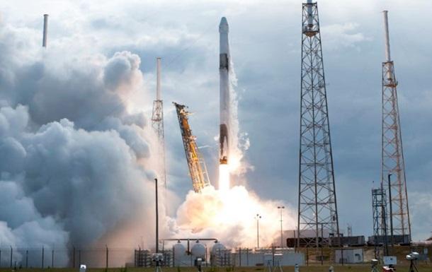 Falcon 9 вывела на орбиту корабль с грузом для МКС