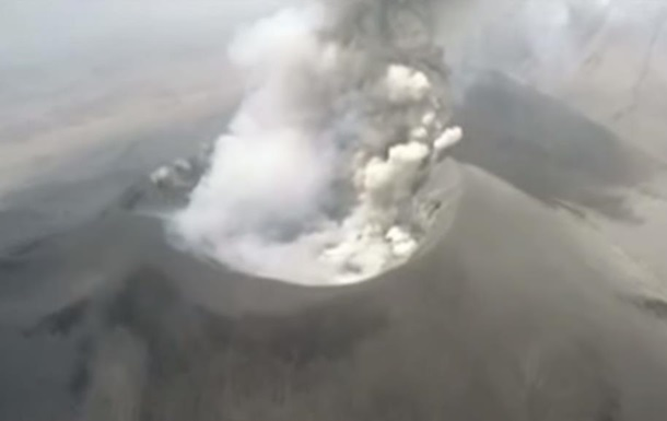Вчені запустили дрон над активним вулканом у Перу