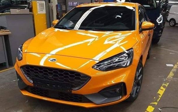 Агрессивный и мощный. Фото хэтчбека Ford Focus ST
