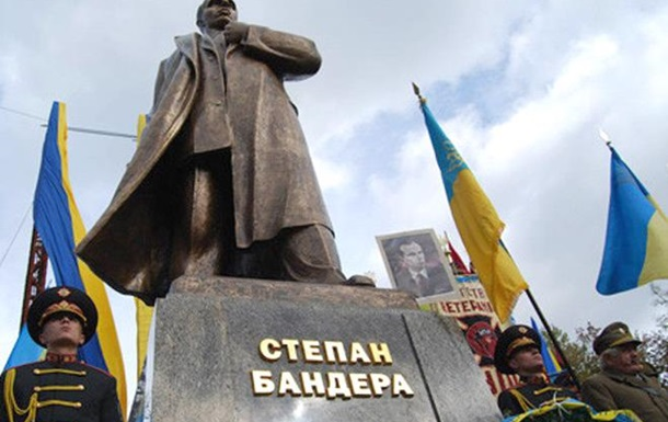 Украинцы рассказали как относятся к Степану Бандере. Видеосоцопросы