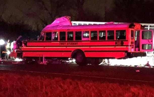 В США при аварии со школьным автобусом погибли два человека