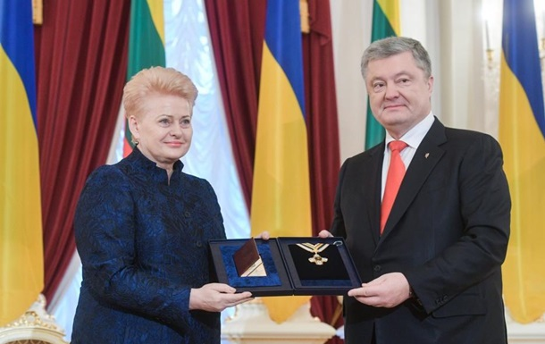 Президенты Украины и Литвы наградили друг друга
