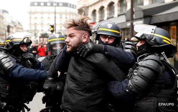 На протестах  желтых жилетов  в Париже задержали более 480 человек