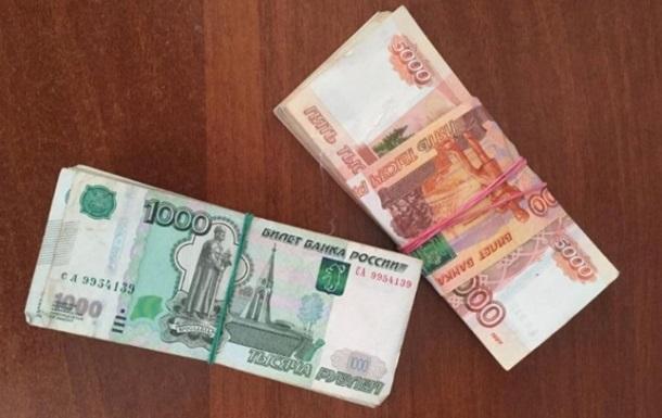 Українець їхав в РФ з мільйоном рублів в черевиках