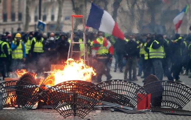 Протести в Парижі посилюються. Макрон готує виступ