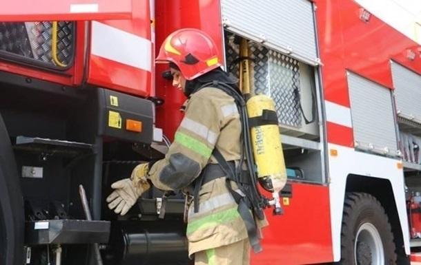 На Львівщині виникла пожежа біля нафтовидобувної вишки
