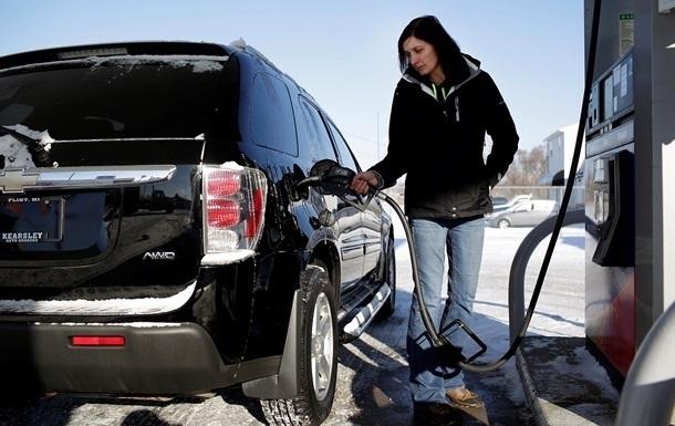 Цены на бензин снизились еще на полгривны