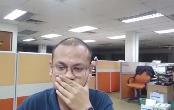 Малазиец снял  визит призрака  в собственный офис
