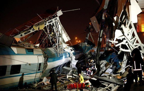 При аварии поезда в Анкаре погибли девять человек