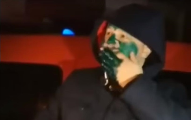 Таксисты заставили пассажира облиться зеленкой
