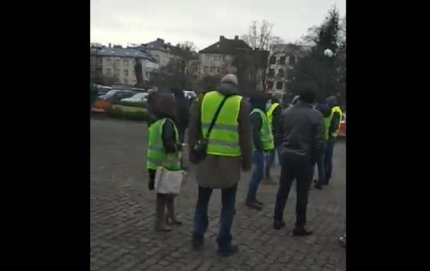 В Ужгороде  евробляхеры  надели желтые жилеты