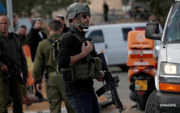 В Ізраїлі палестинець застрелив двох військових