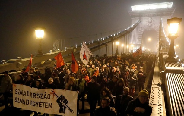 У Будапешті проти протестувальників застосували газ