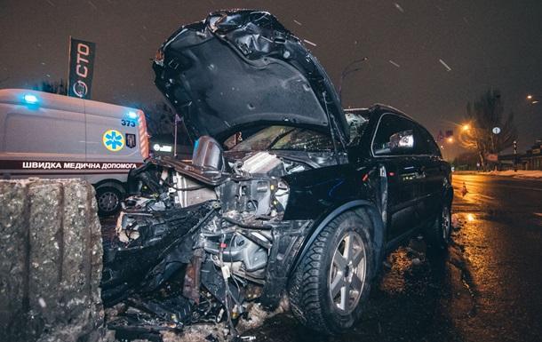 Смертельна ДТП в Києві: авто влетіло в бетонний відбійник