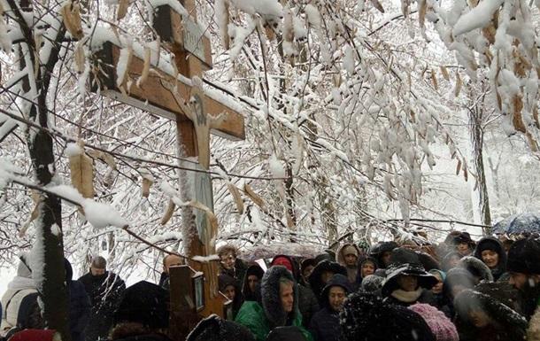 Под Радой проходит молебен верующих УПЦ МП