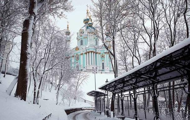 Засніжений Київ показали на фото