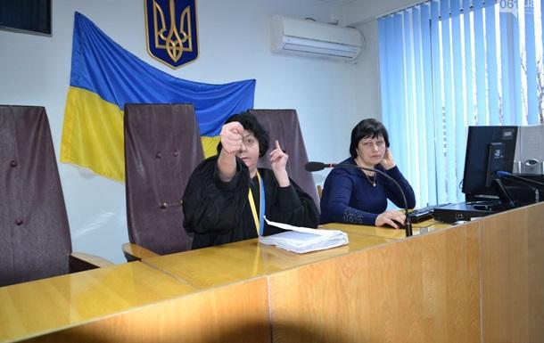 Судья на заседании показала адвокату кукиш