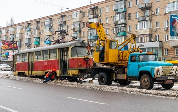 У Дніпрі трамвай зійшов з рейок