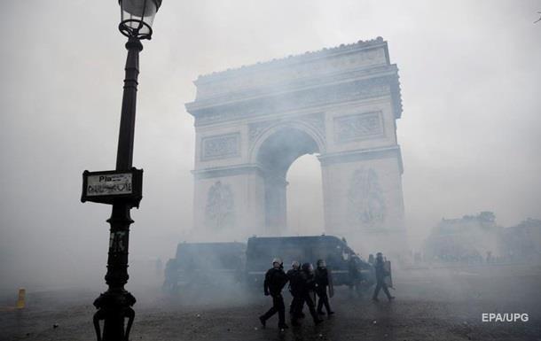 Поліція Парижа почала затримання учасників протесту