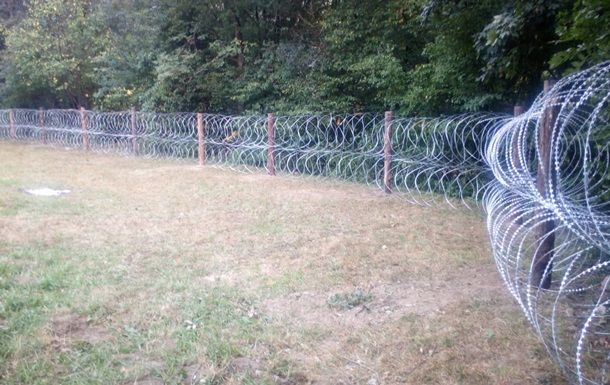 На Закарпатье пограничники установили забор из колючей проволоки