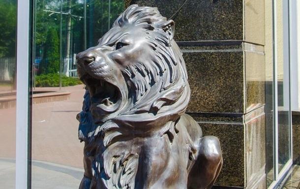 В Одесі біля входу в університет вкрали скульптури левів