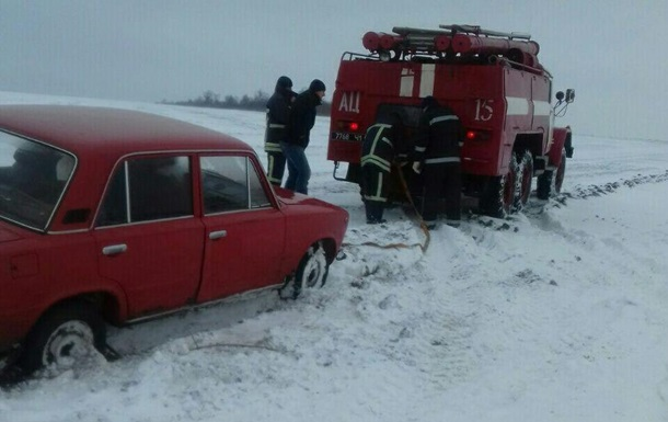 Під Одесою десять авто полонили снігові замети