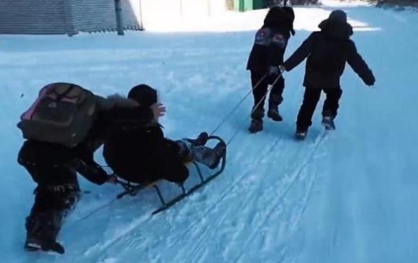 Под Черновцами школьник погиб, катаясь на санках