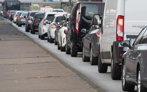 У ЄС домовилися обмежити викиди СО2 новими автівками з 2030 року