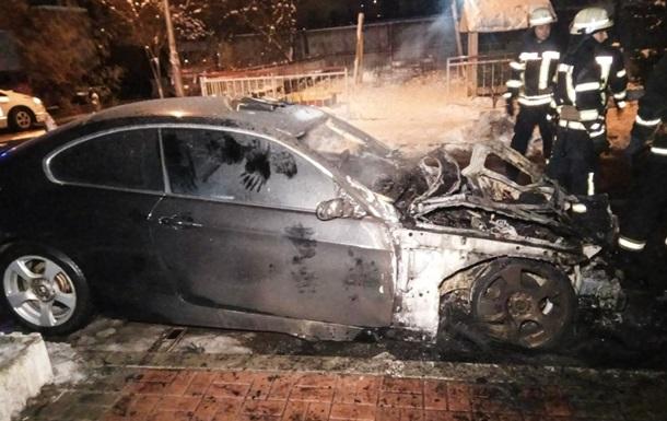 В Киеве сгорели два авто, очевидцы заявляют о поджоге