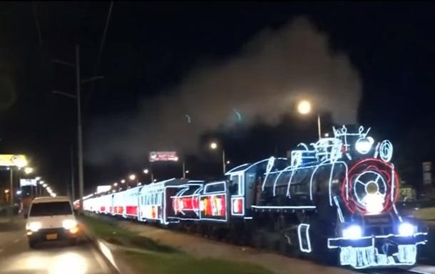 В Колумбии запустили рождественский поезд