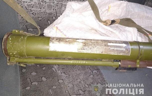 В Никополе мужчина забыл гранатомет в такси
