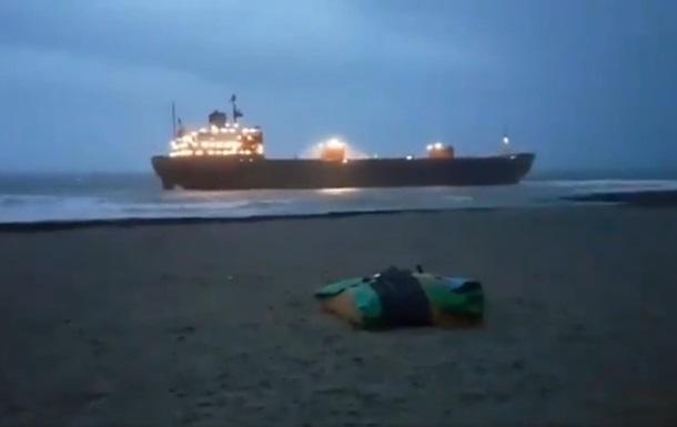 Российское судно село на мель у британского побережья