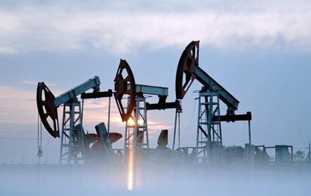 Цена нефти Brent упала ниже 57 долларов впервый раз загод