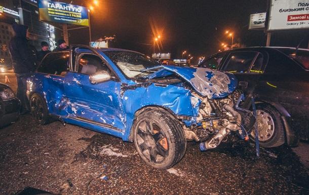 У Києві водій таксі розбив чотири авто