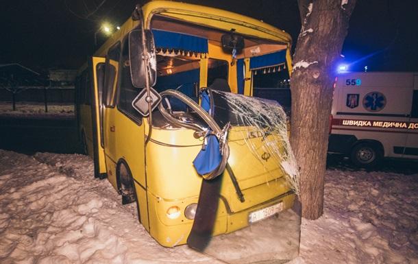 В Киеве маршрутка с пассажирами сбила пешехода