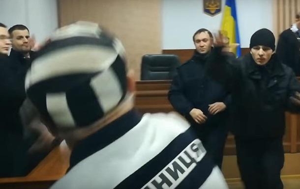 На суді у Савченко в прокурора запустили чоботом