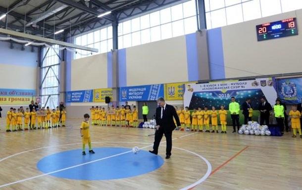 В сети появилось видео с Порошенко-футболистом