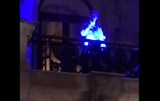 Житель Николаева покурил марихуану на балконе горсовета