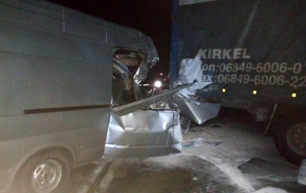 У Запорізькій області семеро людей постраждали у ДТП з фурою