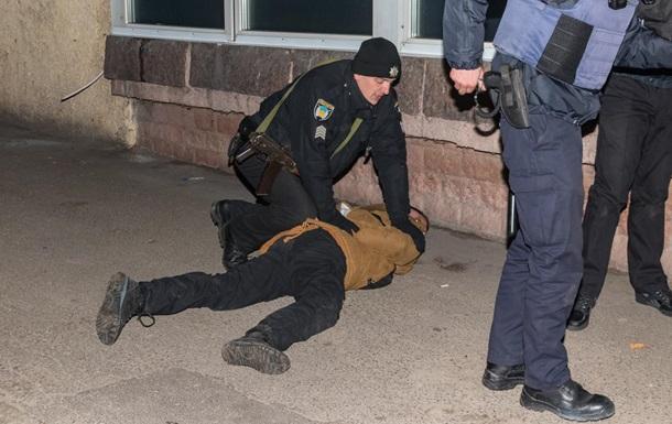 У Дніпрі хулігани побили охоронця супермаркету