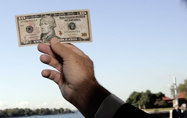 Безналичный доллар упал до четырехмесячного минимума